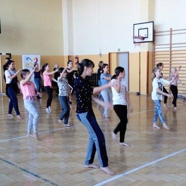 Tańce – bollywood i street dance na Festiwalu Sztuk Młodzieżowych – Wola Zachariaszowska 2018